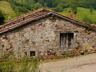 Casa de pueblo para reformar con terreno