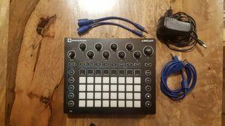 NOVATION CIRCUIT sintetizador