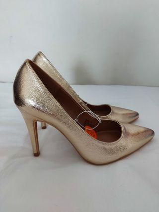 Zapato Dorado Tacon