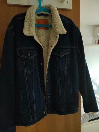 se vende chaqueta Levis.