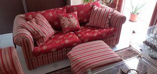 Sofás, sillón y puf. Tapizados a juego