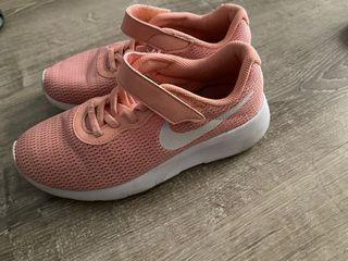 Bambas Nike T35 color rosa salmón