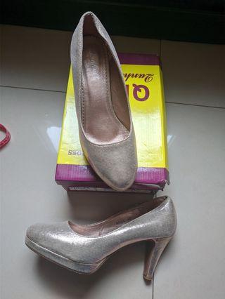 zapatos de tacón dorados 40