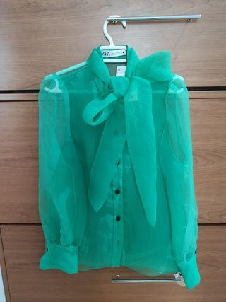 Camisa verde organza con lazo