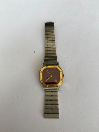 Reloj bañado en color oro roto