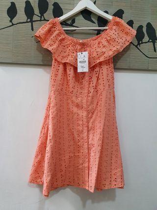 Vestido de verano tela bordada o broderie.