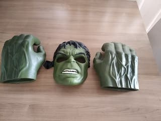 Mascara y manos Hulk