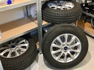 Ford Mondeo 2019. Juego de 4 ruedas