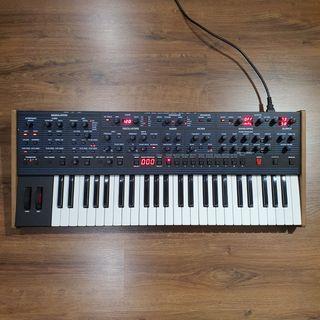 Sintetizador Dave Smith Instruments OB-6