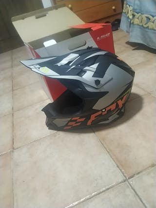 casco motocross Fox regulable. escucho ofertas