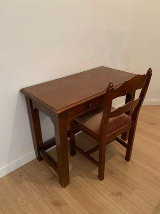 Escritorio y silla de madera maciza