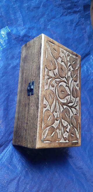 Caja Artesanal hecha a mano de madera