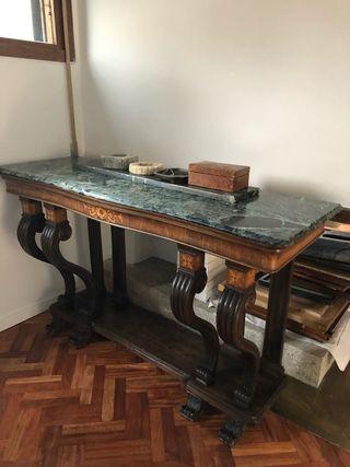 Mesa de madera con mármol