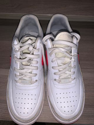 Nike Air Force 1 blancas y rojas