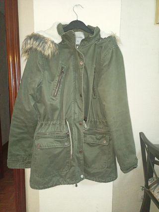 Parca color verde militar Talla XL