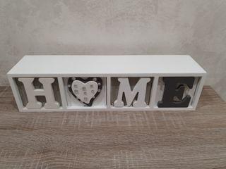 Caja de madera con 4 cajones.