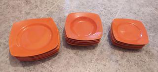 Vajilla compuesta de 17 platos