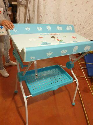 Bañera con patas y cambiador de bebes