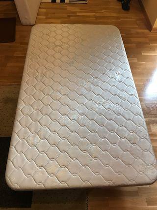 Base tapizada + Colchón 1,05. 100€