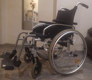 Silla de ruedas, de aluminio.