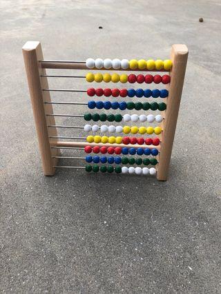 Juguete de perlas de madera