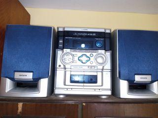 minicadena potente,radio,casete,y CD.