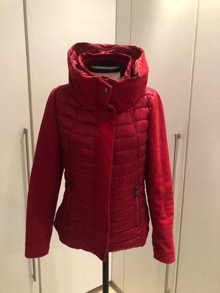 Abrigo Rojo con gorro interior