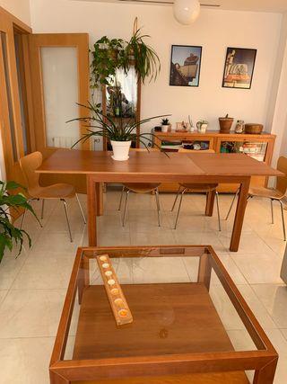 Conjunto muebles salón. Mesas, aparador, vitrina