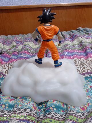 goku con su nube