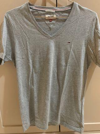 camiseta gris tommy hilfiguer