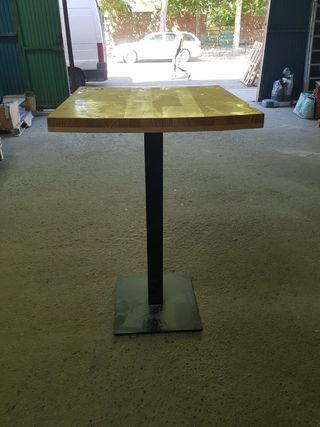 mesa madera con pie metalico