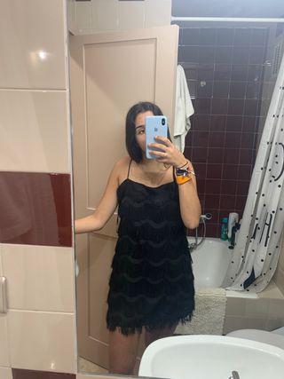 vestido negro de flecos zara