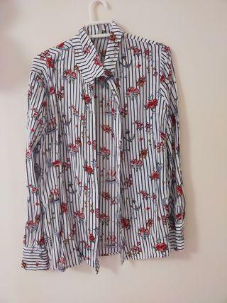 Camisa estampada de Stradivarius.
