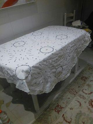 mantel de lino bordada a mano redondo
