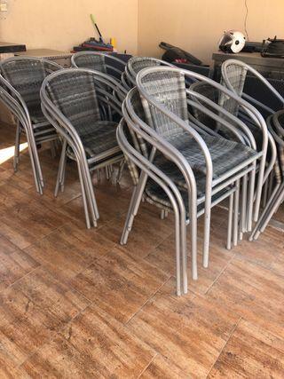 30 sillas en buen estado,