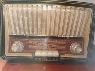 Radio antigua Phillips.