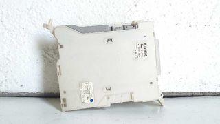 8273053020 caja de relés lexus is200 215672