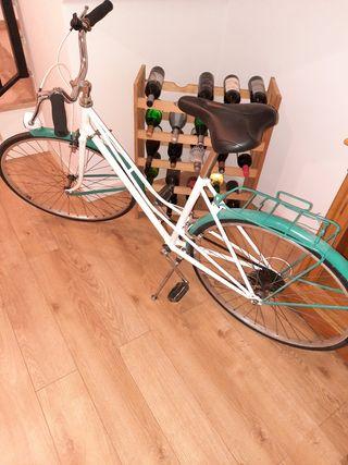 Bicicleta de mujer vintage restaurada, todo nuevo