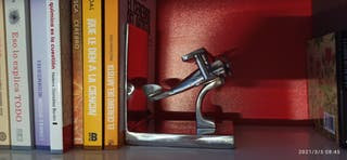Sujeta libros. Diseño en aluminio Avión