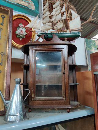 Mueble antiguo vitrina