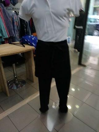 delantal corto y más largo y hasta los pies