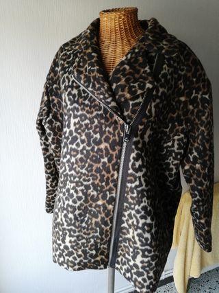 Chaqueta tela imitación leopardo