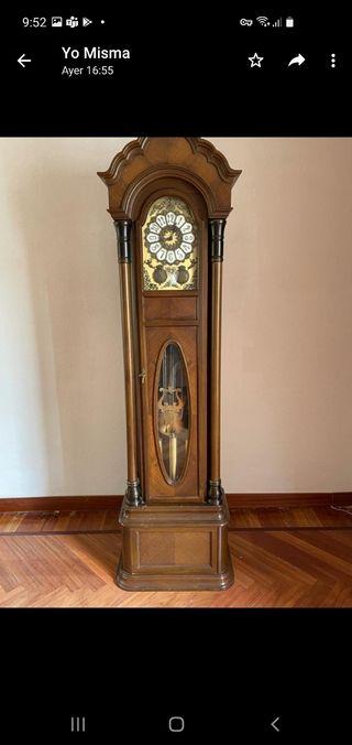 reloj de pie. reloj de pared
