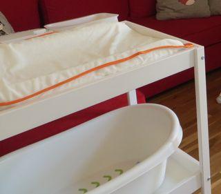 Mueble cambiador y bañera Ikea
