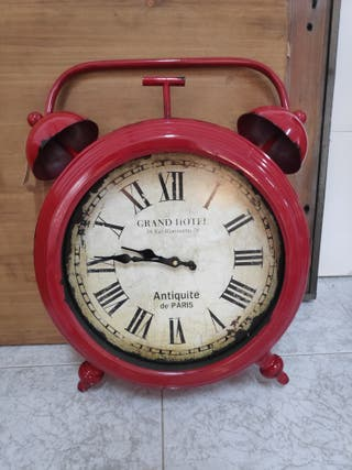 Reloj decorativo rojo
