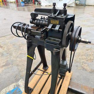 Máquina para hacer fleje metalico
