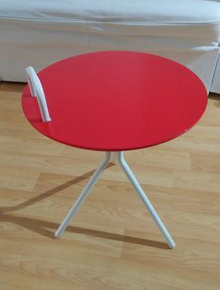 Mesa roja auxiliar
