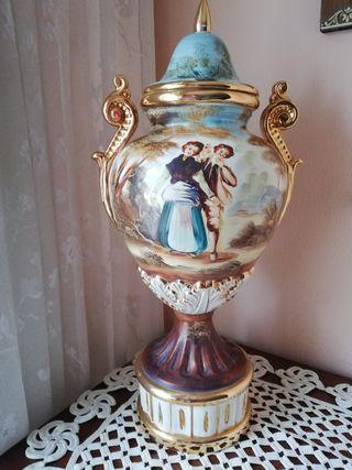 Antiguo jarrón tibor