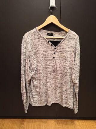 Camiseta manga larga cuello en pico jaspeada gris