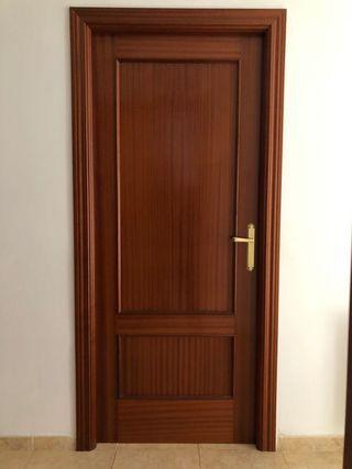 Puerta interior sapelly de Madera